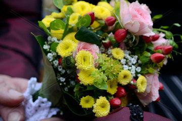 festlicher kleiner Blumenstrauss