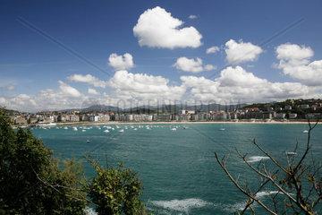 Stadtansicht  spanische Atlantikkueste  Atlantik  San Sebastian  baskisch Donostia  Baskenland  Nordspanien  Spanien  Europa