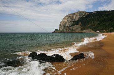 Felskkuppe  Felsnase an der spanischen Atlantikkueste bei Mutriku  Baskenland  Atlantik  Spanien  Europa