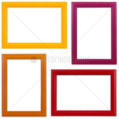 Vier verschiedenfarbige Holzbilderrahmen auf weissem Hintergrund