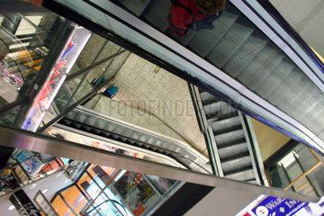 Rolltreppen in eine Einkaufszentrum