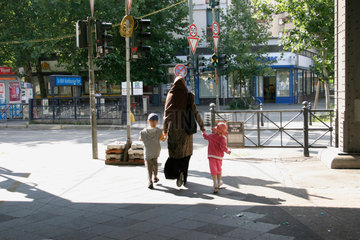Mutter mit Kindern in Kreuzberg
