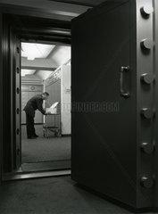 Tresorraum einer Schweizer Bank  Zuerich  1993