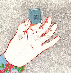 Hand mit Minibuch