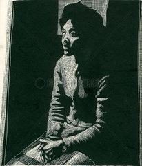 Portraet einer sitzenden und farbigen Frau