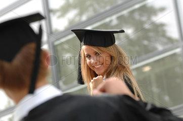 Ausbildung; Bildung; Bildungswesen; college; colleges; Education; Erziehung; Bildung; Feature; Features; Frau; Hochschueler; Bildungssystem; Hut; Muetze; Abschluss; Uni; Universitaet; hellhaeutig; europaeisch; Europa; Deutschland; Hochschulabschluss; Hochschul