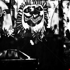 Maske und Wandmalerei