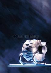 Alphabet; Karten; Glasplatte; Buero; Karteikarte; sortieren; Spirale; Archiv; Register; Adresse; Kartei; archivieren; Karteikarten; registrieren; Namen; Adressregister; Buchstaben; ordnen; Ordnung  Buero  Business  Close up  Deutschland  Drehkartei  Germ