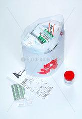 Angebot; Apotheke; Arzneimittel; Arzneimittelhandel; bestellen; billig; billiger; E-Commerce; Ecommerce; Einkauf; einkaufen; Ersparnis; guenstig; guenstiger; Handel; Internet; Internetapotheke; Maus; Medikamente; Medizin; online; Online-Apotheke; Online-B