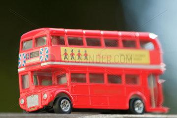 Grossbritannien; England; London; Hauptstadt; Stadt; Whitehall; United Kingdom; Andenken; Doppeldecker; Bus; Busse; Europa; Personenbefoerderung; Personenbefoerderung; Europe; GB-England; Geografie; Geographie; geography; geography; travel; Great Britain;