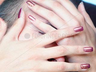 close-up; Finger; Fingernaegel; Fingernagel; Frau; gepflegt; Haende; Mann  maennlich  Hand; Haut; heart; Herz; Koerper; Koerperbewusstsein; Koerpergefuehl; Lack; Liebe; lieben; love; Naegel; Nagellack; Pflege; Reinheit; schoen; Schoenheit; skin; spa; symbo