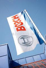 Flagge; Logo; Fahne; niemand; Himmel; Wolken; Wirtschaft; Industrie; Bosch; Thermotechnik  Fahnenstange  Fahnenmast