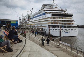 Kreuzfahrtschiff AIDA Sol im Hafen Hamburg