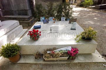 Grab von Gilbert Becaud