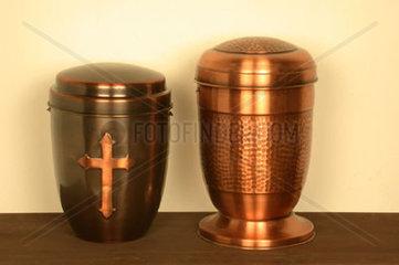 Zwei Urnen