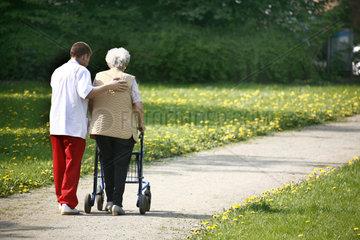 Altenpflege und Leben im Alter