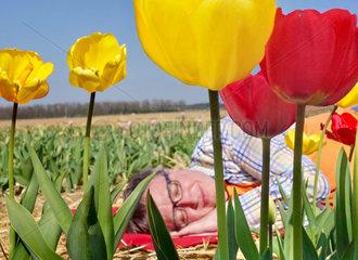 Mann  Fruehjahrsmuedigkeit  Schlaf