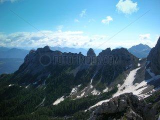 Gebirgskamm Alpenkamm ueber den Wolken