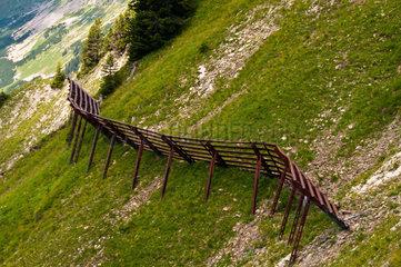 Stahlschneebruecken  Wallmendingerhorn  Allgaeuer Alpen  Vorarlberg  Oesterreich  Europa