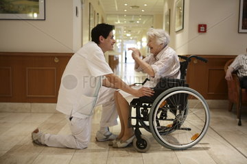 Retirement Home - Altenpflege im Seniorenzentrum