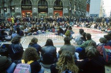 Italy  Lombardy  Milan  Vittorio Emanuele Gallery  1990's  Crowd