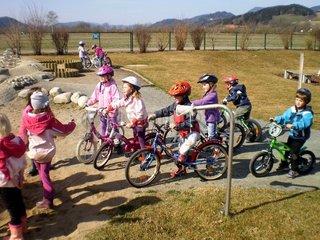 Kinder beim Radfahren