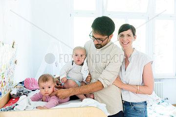 Familie mit Zwillingen