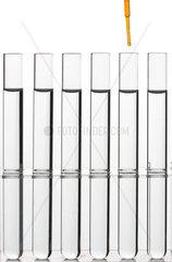 Versuche mit Laborglas in Chemielabor