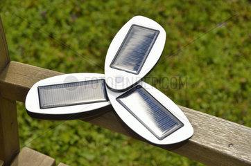 Ein Solarladegeraet fuer Handies und MP3-Player etc.