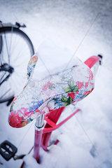 Fahrradsattel im Winter