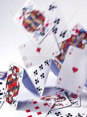 Kartenhaus faellt zusammen