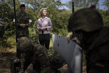 von der Leyen visits 3rd reconnaissance battalion