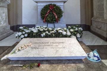 Grab Falcone