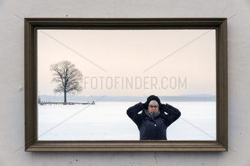 Mauer mit Bilderrahmen am Schweriner See