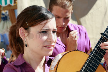 Gitarrenspielerin in Andalusien