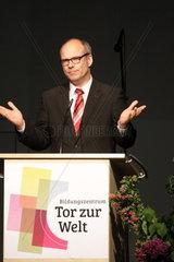Ties Rabe   Bildungssenator Hamburg  Eroeffnung des IBA-Projektes Tor zur Welt