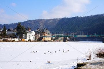 zugefrorene Mosel in Traben-Trarbach im Februar 2012