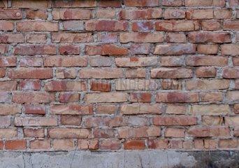 Ziegelmauer mit Backsteinziegel