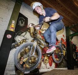 Radfahren in Muenster - Benjamin Koenig  Informatiker  mit seinem selbst aufgebauten BMX Rad
