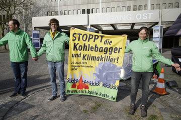Hauptversammlung 2015 der RWE AG - Greenpeace Proteste