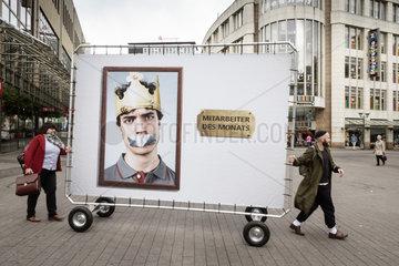 DGB und NGG Veranstaltung vor Burger King mit Guenter Wallraff