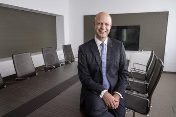 Dr. jur. Frank Stieler  Vorstandsvorsitzender der HOCHTIEF AG