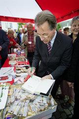 Franz Muentefering  SPD Bundesvorsitzender  auf Wahlkampftour im Ruhrgebiet