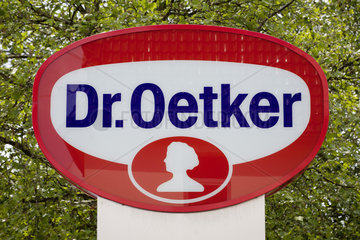 Dr. Oetker Firmenschild