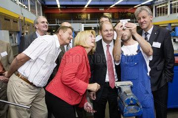 Olaf Scholz  Bundesminister fuer Arbeit und Soziales  besucht die KarriereWERKSTATT