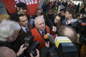 Oskar Lafontaine auf der Solidaritaetskundgebung gegen die Schliessung des NOKIA Werks in Bochum
