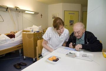 Klinik fuer rehabilitative Geriatrie und Geriatrisches Zentrum Karlsruhe am Diakonissenkrankenhaus Karlsruhe-Rueppurr