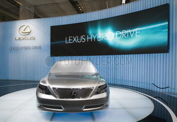 IAA 2007 - Toyota Lexus mit Hybridantrieb