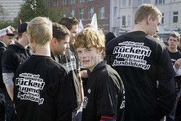 "Demonstration der Gewerkschaftsjugend der IGBCE unter dem Motto: žWir wehren uns"" - Mahnwache fuer Ausbildung"
