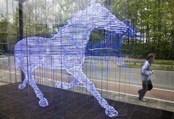 Neon-Skulptur vor der Hauptverwaltung der LVM Versicherungen